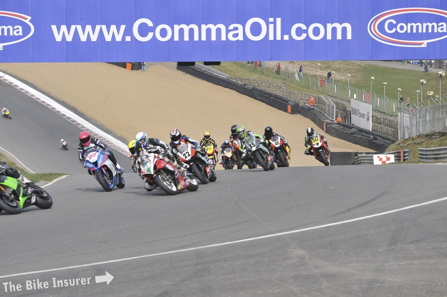 round-1-brands-hatch-jhs-racing-supertwins_0178_screen